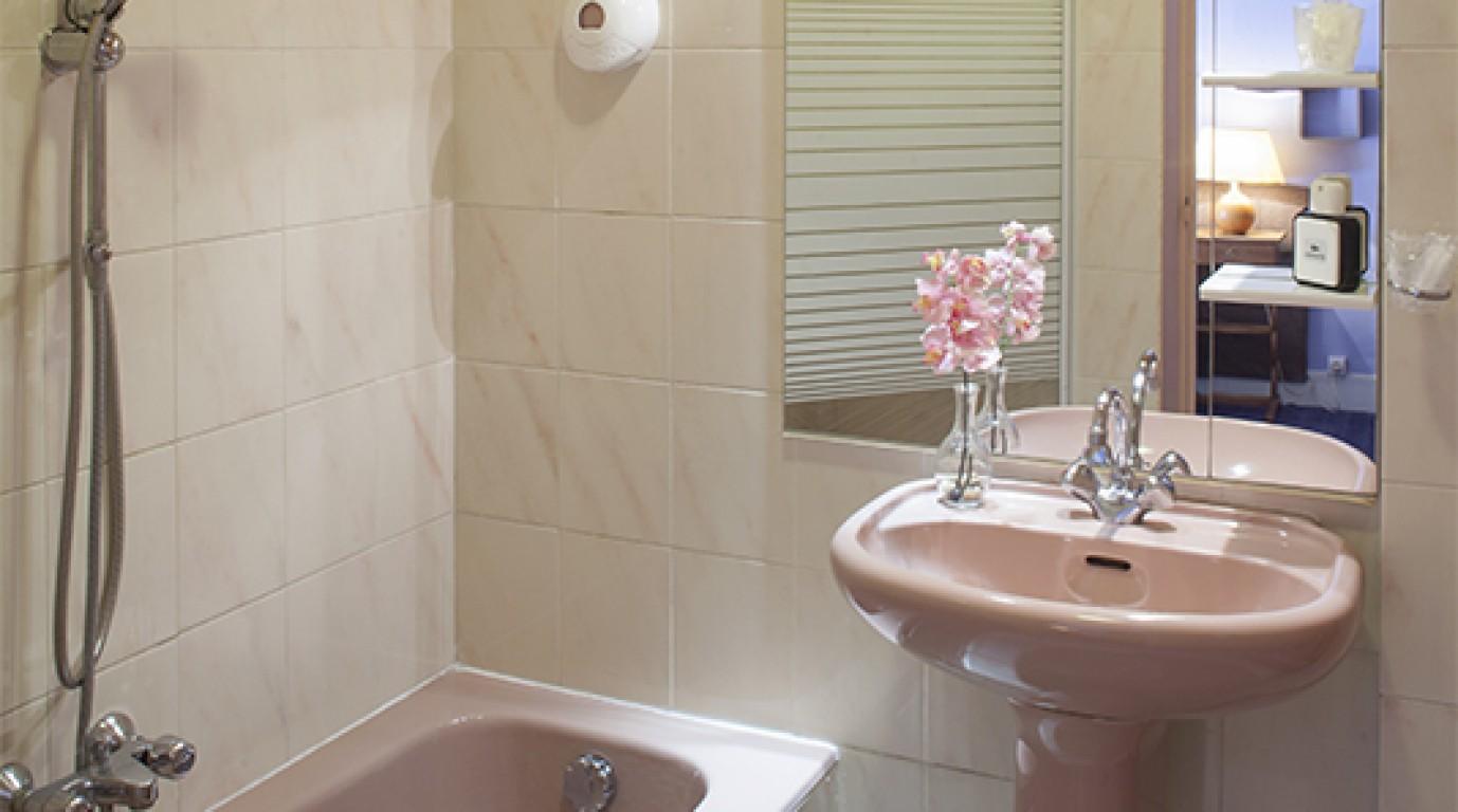 Salle De Bain Val D'Oise ~ pictures marie louise hotel enghien les bains in val d oise